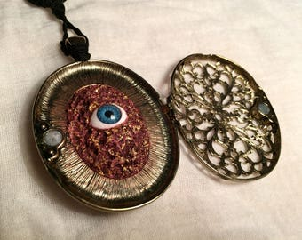 The Witch Gangrellas Enchanted Eye. Magical Charm and Locket.