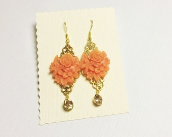 Peach flower bouquet pendant earring in gold with crystal