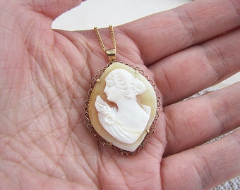Vintage estate 18k gold Shell Cameo Pendant Brooch
