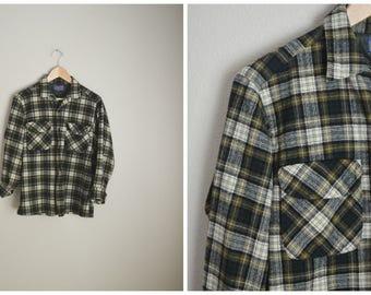 vintage 70s olive green ivory plaid PENDLETON board shirt loop collar wool shirt -- mens small/medium-- distressed