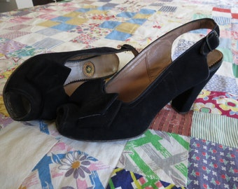 Vintage Navy Blue Suede 1940s Slingback Heels Pumps WWII with Bow, sz 7.5, GREAT