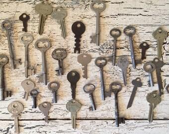 Lot of Vintage Rustic Ornate Keys - Skeleton Keys - Great for Assemblage or Wedding Favors