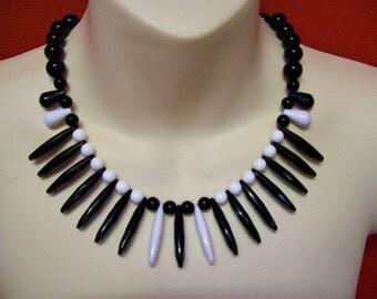 Vintage 1940s 1950s Plastic Acrylic Dagger Necklace - Black & White