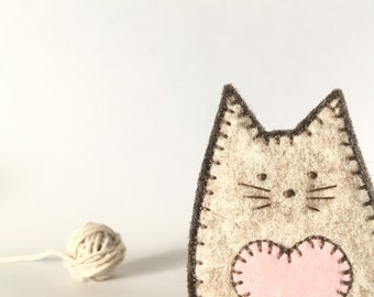 FELT CAT brooch - handcrafted from 100% wool felt - accessories - Valentine's gift - brown cat