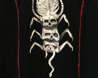 Hand painted hr giger inspired tee shirt size large with skulls and snake