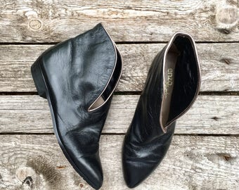5.5 M | Vintage 90's Black Leather Winklepicker Pointed Toe Cut Out Ankle Booties by Enzo Angiolini