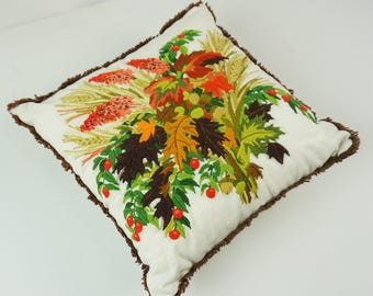 Butterfly accent pillow / Hand sewn decorative pillow / Vintage throw pillow / Yarn art / Daisy floral design