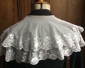 Vintage French lace large collar