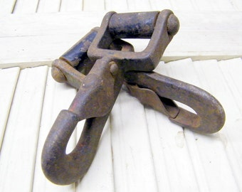 Rusty Pair Old Industrial Factory Farm Barn Salvage  Snap Clasp Hooks