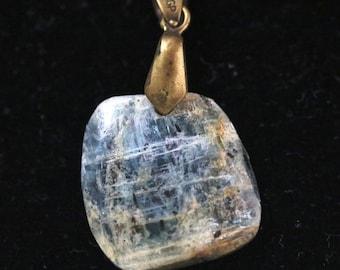 Sapphire in Kyanite bronze bail 27ct