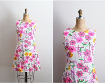 1960s Flower Power Dress / 60s Mod Dress / Summer Dress/ Size S/M