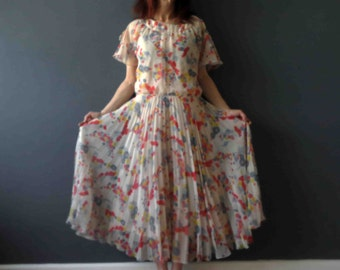 70s 80s Ivory Floral Pleated Day Dress Medium
