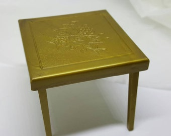 Renwal Card and Games Table Folding  Toy Furniture Doll House mint condition Card table Gold