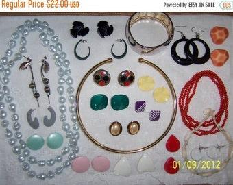 20 OFF SALE, Vintage Jewelry (Lot 23). Medium Size VIII.