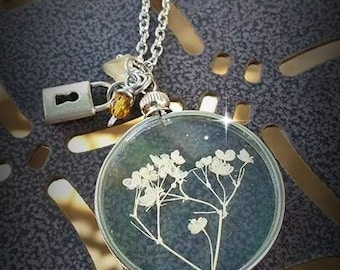 Botanical Romantic Vintage Style Dried Flower Baby's Breath Pendant Necklace with Lock Charm