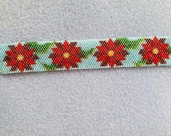 Beaded Poinsetta bracelet. Peyote stitch.