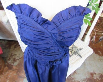 Vintage 1980's, Royal Blue Formal Gunne Sax Prom Dress! Size 7: Boned bodice// strapless// sweetheart cut// ruched