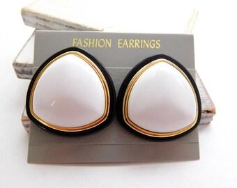 Retro Vintage Hong Kong Black White Lucite Triangle Dome Pierced Earrings X28