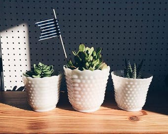 Set of 3 Hobknob milkglass planters