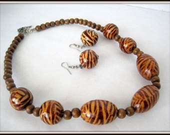 Animal Print Necklace Set -  Retro Brown Beads - 70's Choker with matching Earrings