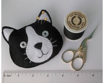 black cat face pin cushion, novelty pin cushion, cat themed, cat lady, cat gifts, sewing gifts, sewing supplies, cat collector