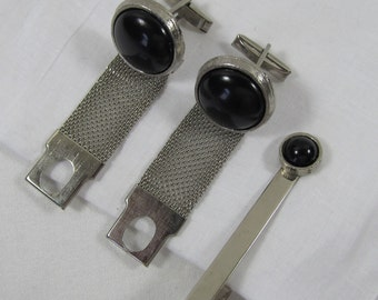 Vintage 1970s Silver Tone Mesh Cuff Links and Tie Bar, Vintage Mide Century Mod Silvertone and Black Cufflinks Tie Bar, Groom Cufflinks, S8