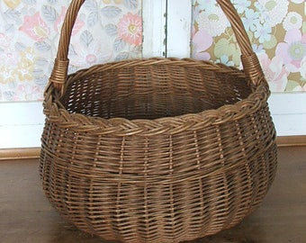 Large Circular/Round Vintage Wicker Basket
