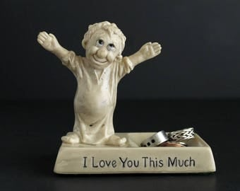 Vintage I Love You This Much Statue Coin Keeper 1960's Kitsch Russ and Wallace Berrie Sillisculpts Figurine