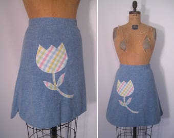 1970s chambray skirt with pastel plaid tulip appliqué • 70s faded denim blue patch pocket skirt • vintage take it easy skirt