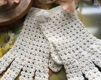 Vintage hand crocheted women's gloves wedding special occasion