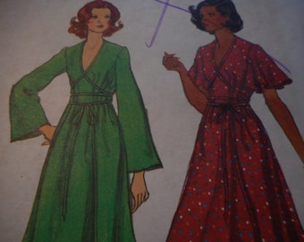 Vintage 1970's Vogue 8946 Dress Sewing Pattern, Size 16 Bust 38