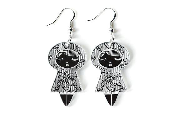 Doll earrings with lace pattern - graphic kokeshi earrings - cute matriochka jewelry - lasercut acrylic mirror - sterling silver hooks