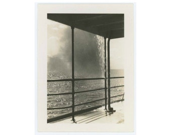 Vintage Snapshot Photo: Waterfall Over Ship's Railing, 1940 (612525)