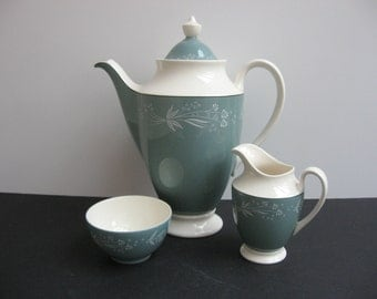 "Vtg ROYAL DOULTON Bone China ""CASCADE"" Green and Cream Coffeepot Sugar Bowl & Cream Set"