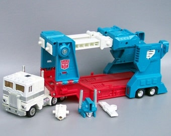 Vintage G1 Transformers Ultra Magnus Figure C85 With Accessories