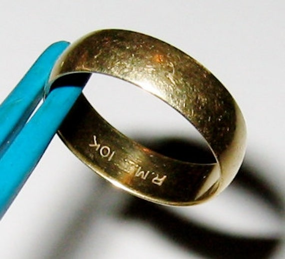 10K Solid Yellow Gold, UNISEX Wedding Band Ring..... Size 6 1/4 +. 6mm Wide.