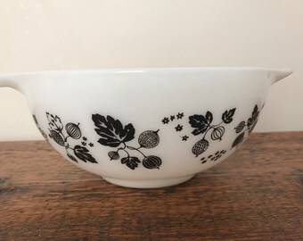 Vintage Pyrex 443 Gooseberry Black and White Cinderella Mixing Bowl #443