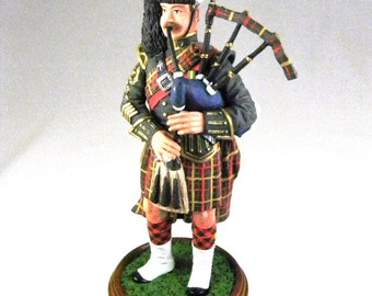 Scottish Bagpiper Figurine Vintage Collectible 120 mm Miniature Metal Alloy