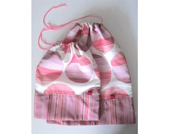 Travel laundry bags, drawstring bags - Set of 2 - Pink and white circles
