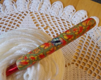 Size M crochet hook