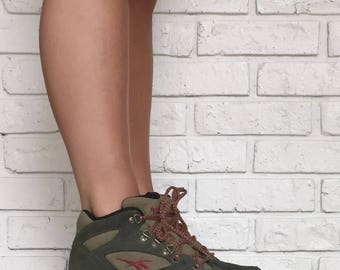 Vintage 90's Womens Reebok Hiking Boots, size 7.5