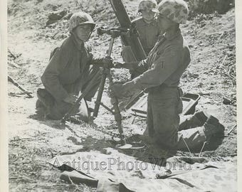 US soldiers with 81mm mortar gun antique photo