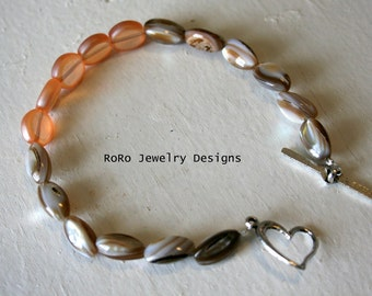 SALE Shell and Glass Beaded Bracelet