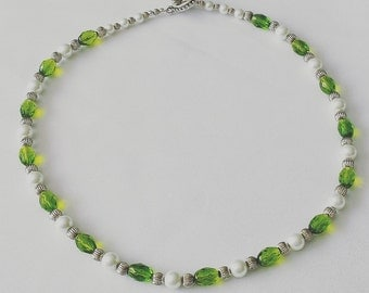 Elegant Green and Pearl Glass Beaded Necklace