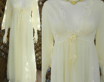 Gorgeous 60's Pastel Yellow Chiffon House Coat, Nightgown / Size Large Full Length Peignoir Lingerie,  Love Lee Canada