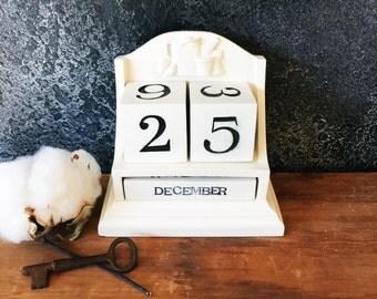 Perpetual Calendar / Block Calendar / Farmhouse Calendar / Hand Painted Calendar / Calendar Decor / Farmhouse Decor / White Calendar