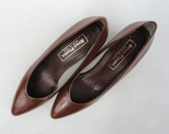 Vintage Leather Pumps, 60s 70s Evan Picone Shoes 8 1/2 N, Brown Slips Ons Made in Italy, Vintage Brown Pumps Italian Shoes Office Work Wear