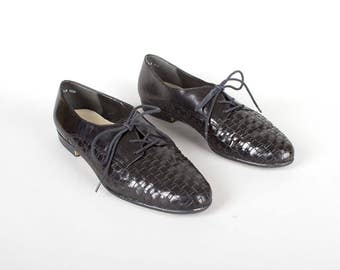 Vintage 1990s Shoes | 90s Black Leather Woven Oxfords Lace Up Flats (womens size 9.5)