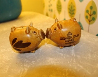 Vintage Grand Ole Opry Pig Salt and Pepper Shaker Set // Nashville Tennessee // Nashville Souvenir // Piggy Salt and Pepper Shakers Set