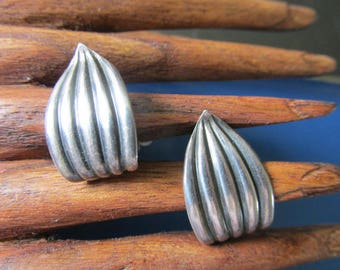 """Rare NAPIER STERLING Leaf Clip On EARRINGS Marked Pat Pend #'s Napier Sterling Measures 7/8"""" x 1/2"""" Collectible Ladies Hand Made 1940's Era"""